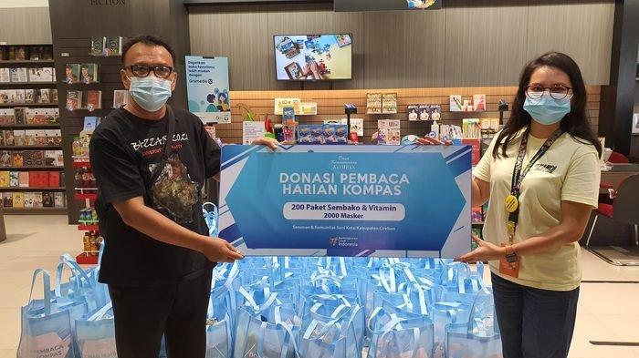 Kompas Gramedia Salurkan 200 Paket Bantuan untuk Komunitas Seniman Cirebon