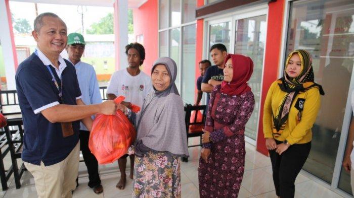 BIJB Kertajati Salurkan Bantuan Sembako Bagi Warga Terdampak Banjir di Majalengka