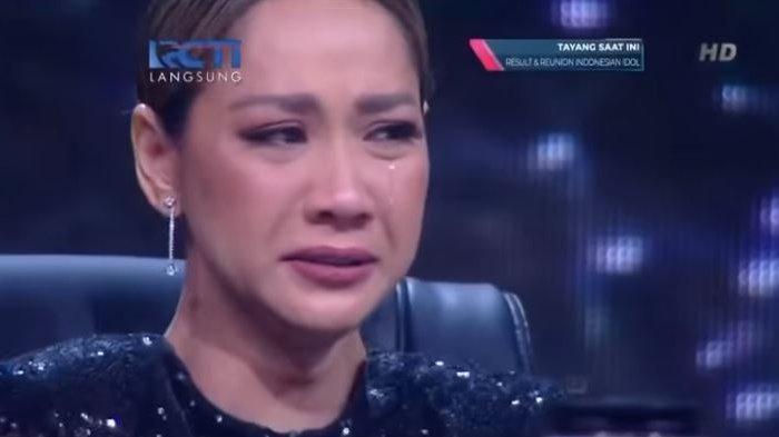 VIDEO Detik-detik BCL Menangis Saat Judika Nyanyi Lagu 'Tak Mungkin Bersama', Ari Lasso Peluk Unge