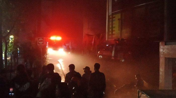 BEC BANDUNG Kebakaran, Basemen 2 Terbakar, Lobi Dipenuhi Asap, Pengunjung Dievakuasi