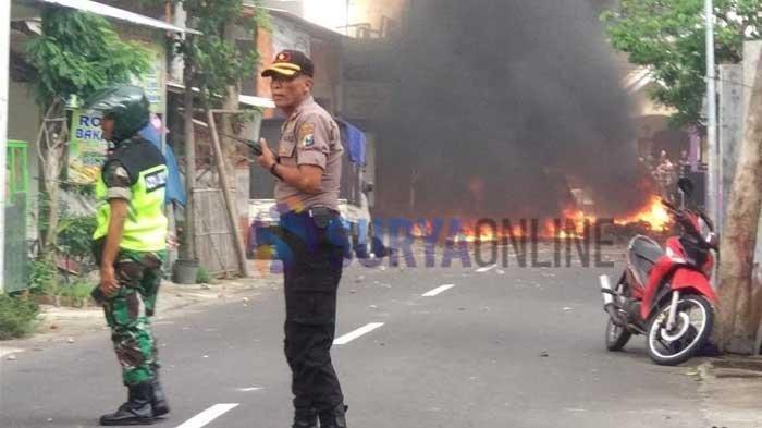 Dua Kubu Suporter Rusuh Jelang Laga Persebaya Surabaya vs Arema FC Tadi Sore, 7 Motor Dibakar