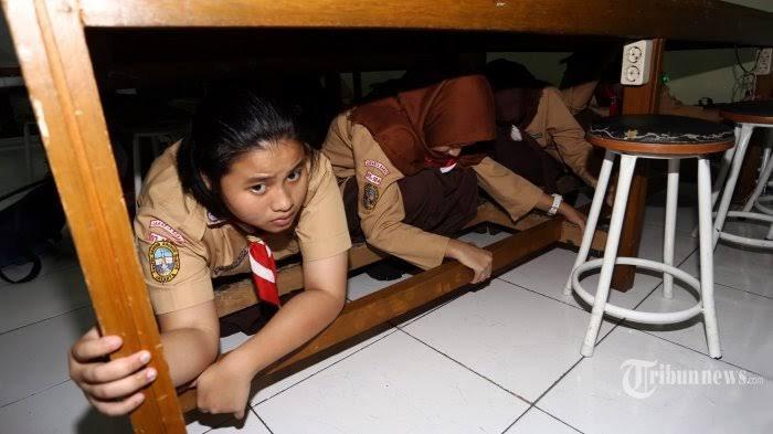 Jika Gempa Bumi Terjadi, Ingat Triangle of Lige, Cari Perlindungan di Kolong Meja atau Bawah Tangga