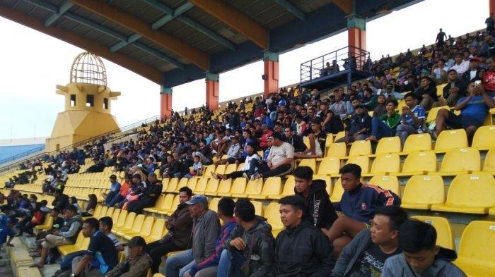 Ratusan Bobotoh menyaksikan Pertandingan Uji Coba Persib