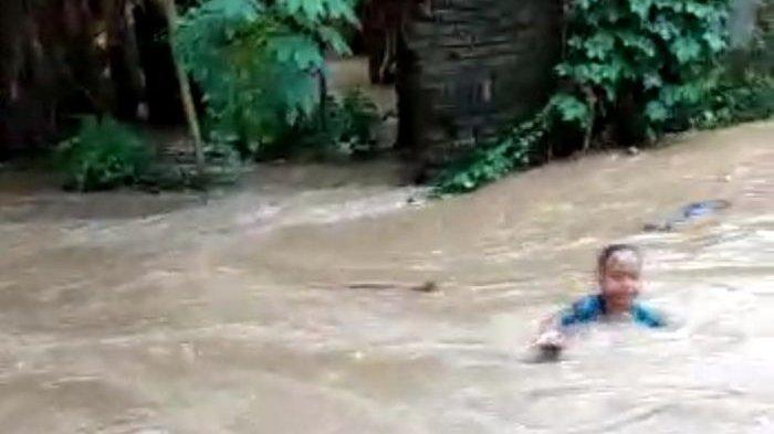 VIRAL Seorang Bocah Hanyut Saat Banjir di Majalengka, Ibu-ibu Teriak Minta Tolong, Begini Kondisinya