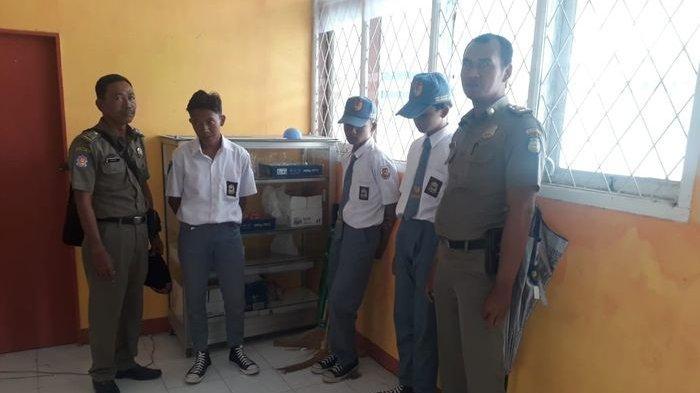 Bolos Sekolah dan Nongkrong di Belakang Rumah Makan, 3 Pelajar di Balongan Indramayu Dibawa Satpol
