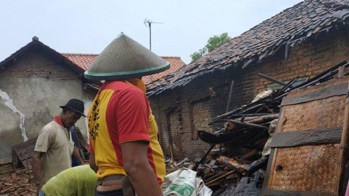 Buntut Hujan Lebat, Rumah Janda Tua di Desa Gunungsari Indramayu Roboh, Bangunan Memang Sudah Reyot