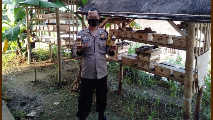 KISAH Inspiratif: Bripka Darsono Polisi Jualan Madu Asli Tiap Usai Tugas di Polres Sukabumi Kota.
