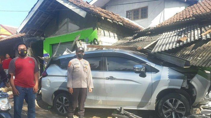 Xpander yang Dikendarai Warga Jakarta Hilang Kendali Seruduk Warung dan Rumah di Simpenan Sukabumi