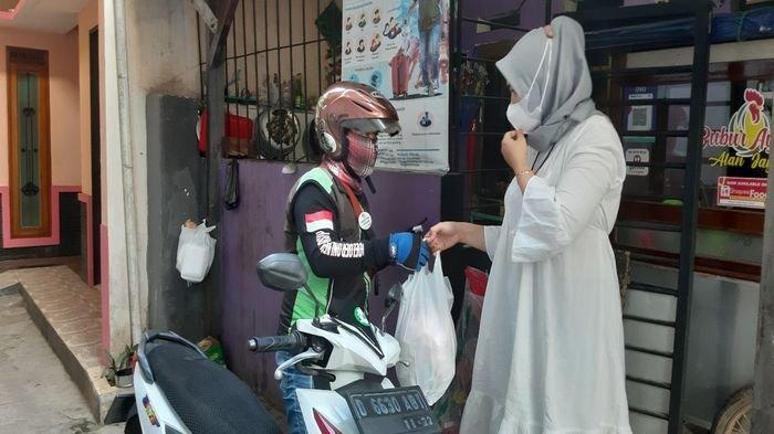 Bubur ayam gratis untuk pasien isolasi mandiri, Kepedulian dari Penduduk Gang Sempit di Bandung