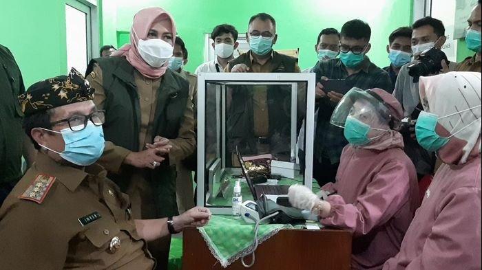 Bupati Cirebon Imron Rosyadi Gagal Disuntik Vaksin Covid-19, Gara-gara Kurang Setengah Bulan