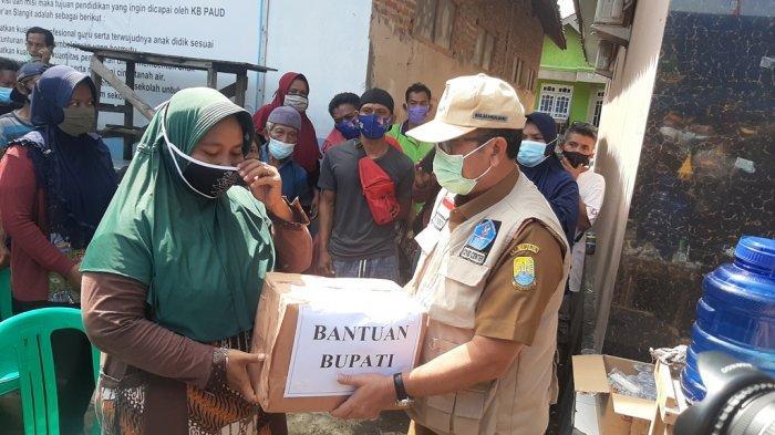 Pemkab Cirebon Salurkan Bantuan untuk Warga Terdampak Puting Beliung di Desa Slangit