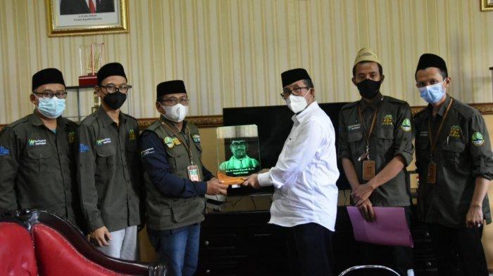 Imron Rosyadi Takjub Terhadap Produk OPOP Buatan Pesantren di Kabupaten Cirebon