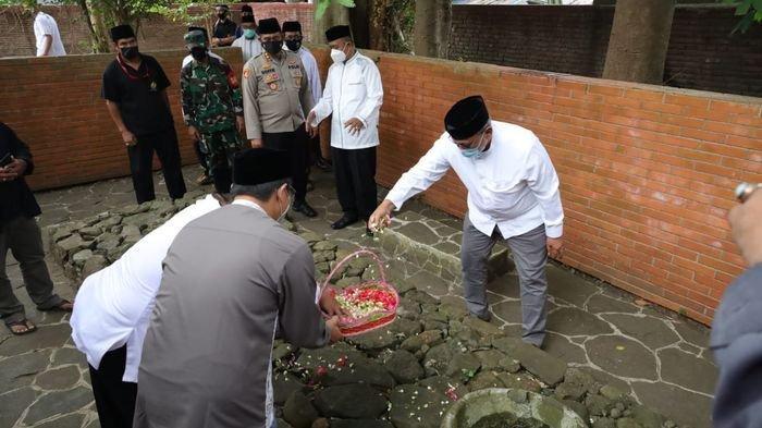 Jelang Hari Jadi Kuningan Ke-523, Bupati Acep Bareng Forkompimda Ziarah ke Makam Sunan Gunung Djati