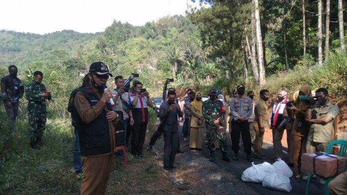 Bupati Majalengka Datangi Langsung Desa yang Terdapat Pasien Terkonfirmasi Positif Covid-19