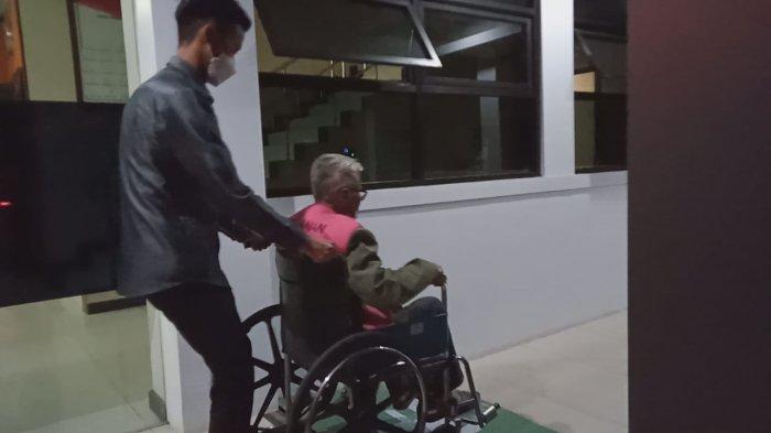Buron 13 Tahun Mantan Anggota DPRD Garut Berhasil Diringkus, Kondisinya Sudah Tua Pakai Kursi Roda