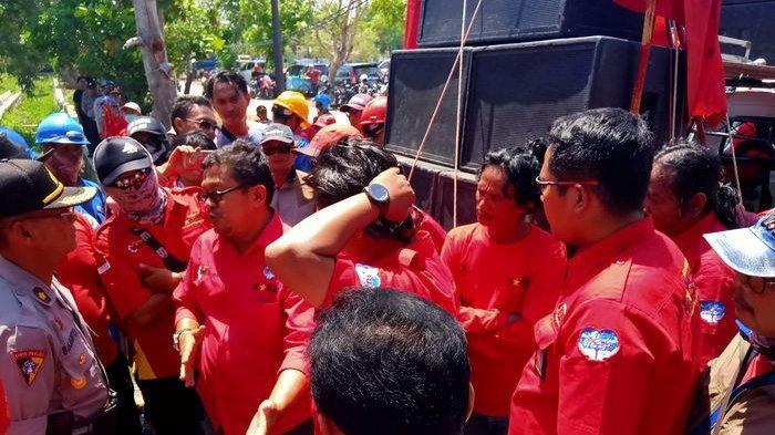 Ratusan Buruh Geruduk Kantor Disnaker Indramayu, Minta Perjuangkan UMSK 2020 Naik 15 Persen