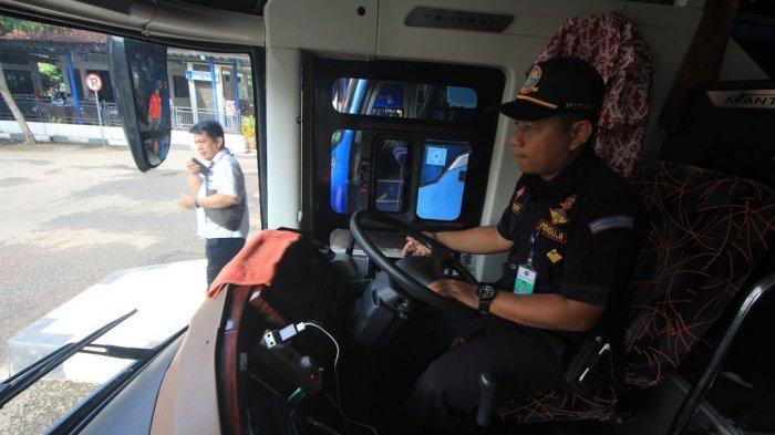 Petugas Temukan Bus Tidak Laik Jalan di Terminal Harjamukti Cirebon