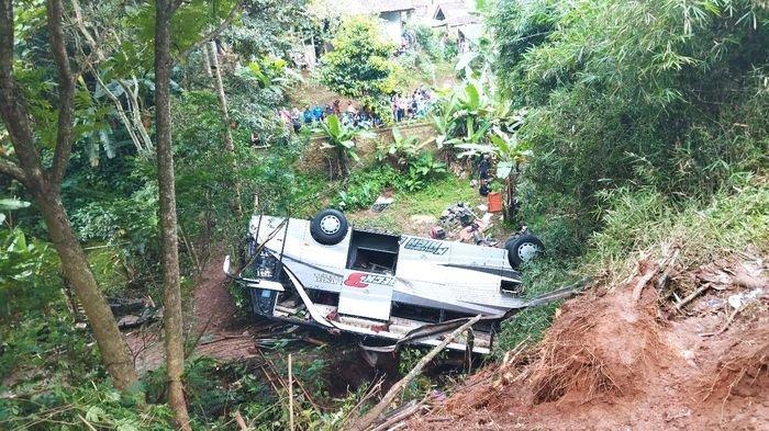 Serpihan Kisah Korban Kecelakaan Maut di Wado: Anak Terlempar dari Bus, hingga Ibu yang Larang Ikut