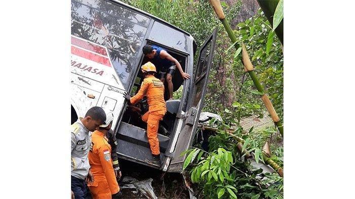 Bus Primajasa Terperosok ke Jurang di Turunan Nagreg