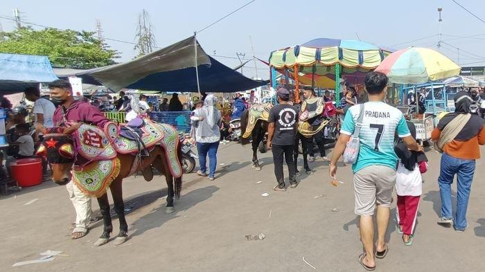 Suasana Car Free Day di kawasan Sport Center Indramayu, Minggu (3/10/2021).