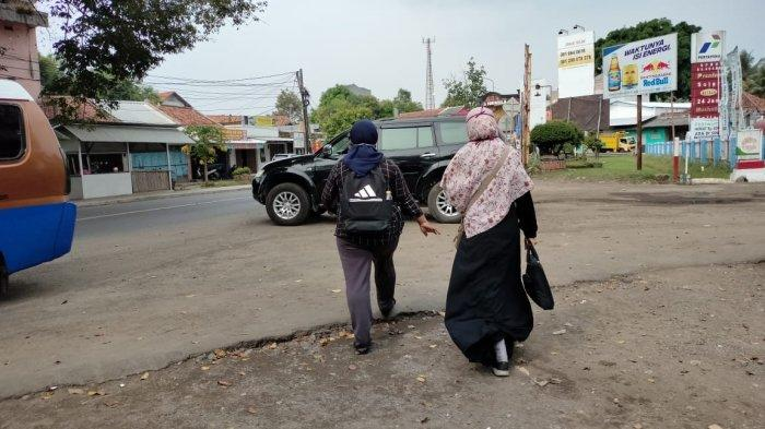 Cerita Dua Mahasiswi Mudik Naik Turun Angkot dari Bandung ke Majalengka, Bebas Penyekatan Polisi
