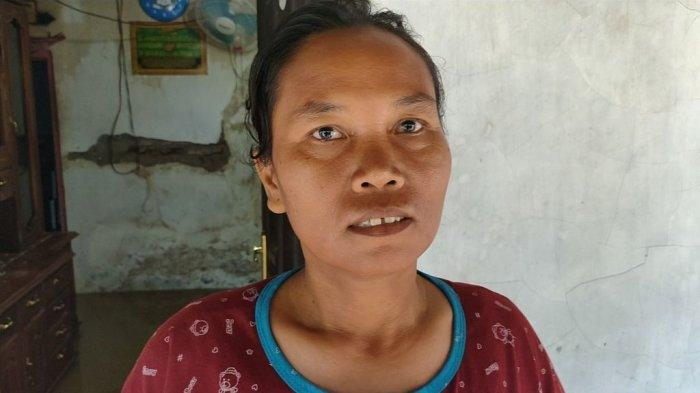 Rumahnya Terendam Banjir, Carini Warga Desa Leuweunghapit Terpaksa Numpang Tidur di Tetangga