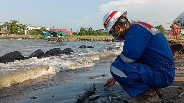 Misteri Ceceran Hitam Diduga Minyak Mentah Cemari Objek Wisata Pantai Indramayu, Minyak Siapa?
