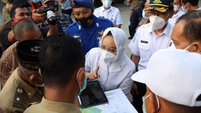 Kepala BMKG Dwikorita melakukan susur jalur evakuasi tsunami di Pantai Tambakrejo, Blitar, Jawa Timur, belum lama ini.