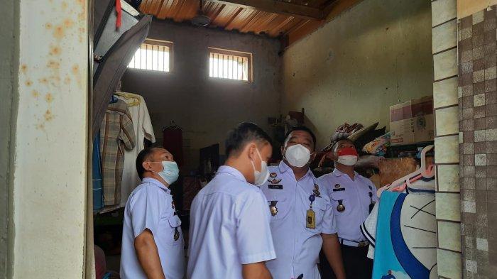 Petugas Lapas Majalengka melakukan upaya pencegahan kebakaran dini dengan mengecek seluruh kabel secara berkala di seluruh ruang tahanan napi, Rabu (8/9/2021).
