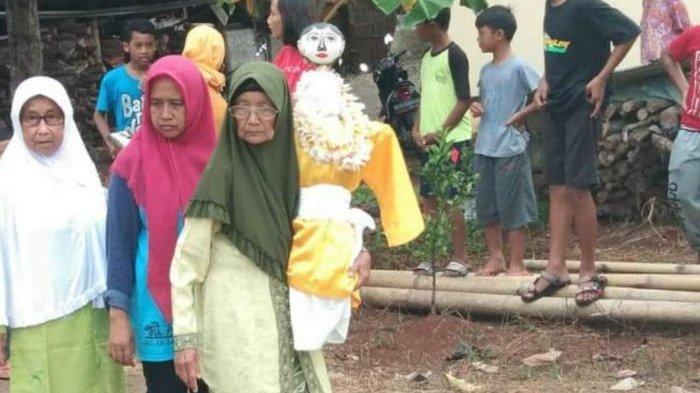 Rumah Kuncen Cingcowong Boneka Pemanggil Hujan di Luragung, Mendadak Ramai oleh Warga Setempat
