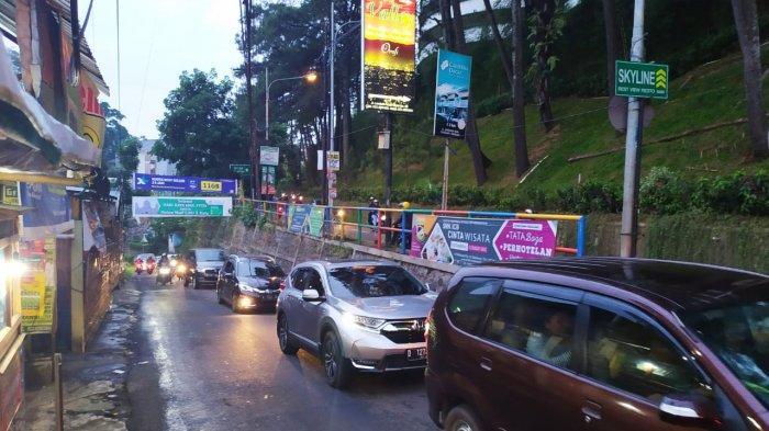 Hindari Jalan Dago Giri Menuju Dago Kota Bandung, Ada Kemacetan Sepanjang 2,5 Kilometer