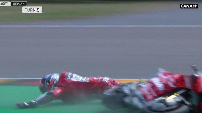 VIDEO- Danilo Petrucci Jatuh Hingga Tabrak Dinding Pembatas di Kualifikasi MotoGP Jerman 2019