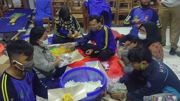 Setiap Hari, Dapur Umum Dinsos Siapkan 2.500 Porsi Konsumsi buat Korban Bencana di Majalengka