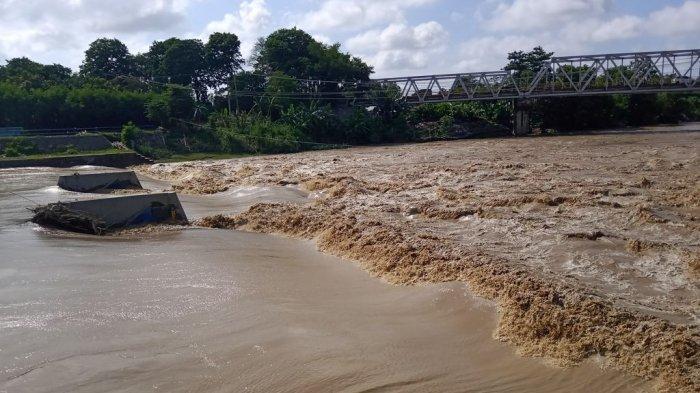 WASPADA Debit Air Sungai Cimanuk Indramayu Kembali Naik Akibat Hujan Lebat di Wilayah Hulu