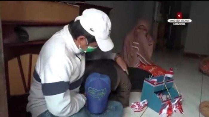 Tunggak Biaya Sekolah, Ijazah Ditahan 2 Tahun, Penjual Bendera Ini Senang Bisa Dibantu Dedi Mulyadi