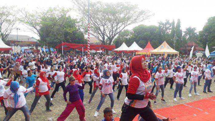 HUT Bhayangkara Ke-73, Ratusan Kabupaten Cirebon Ikuti Olahraga Bersama dan Deklarasi Anti Kekerasan