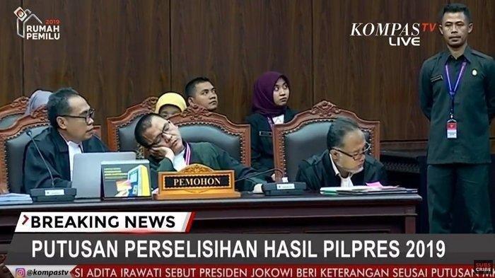 Denny Indrayana Mengantuk lalu Tertidur Saat Hakim MK Bacakan Putusan Sidang, Jadi Perbincangan