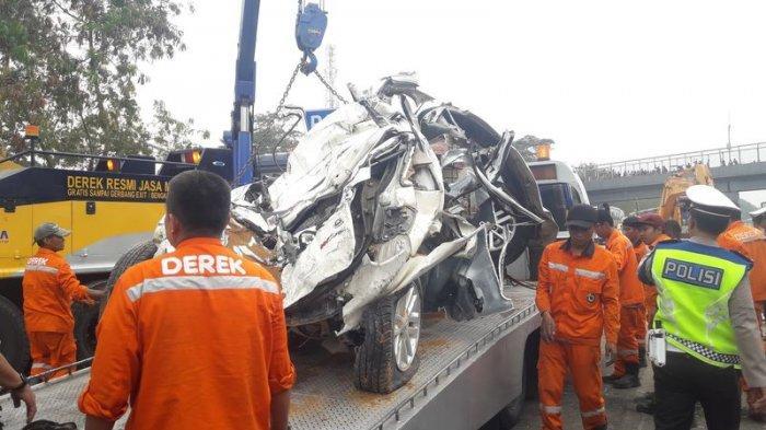 PROSES Evakuasi Masih Berlangsung di Km 91 Tol Cipularang, Mobil Kecil Dibawa ke Pol Derek Jatiluhur