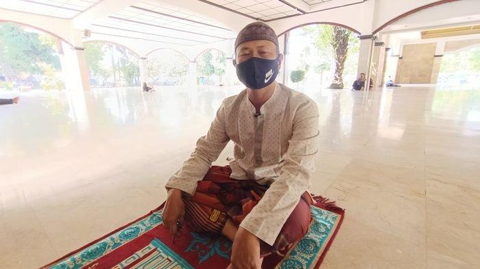 Usai Salat Jumat, Pria Ini Tetap Bertahan di Masjid Agung Indramayu, Pengakuannya Sangat Menyentuh