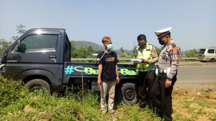 Mobil Pikap Hitam Tabrak 3 Orang Pejalan Kaki di Sukabumi, Luka Parah Seorang Tewas