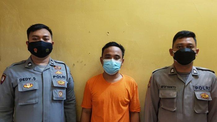 Pemuda Ini Kaget Dijemput Paksa Polisi di Kosannya di Bekasi, Gara-gara Komentar Hoax Soal Vaksin
