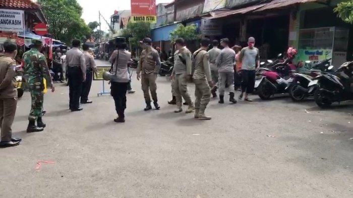 Dilarang Ada Petasan di Malam Tahun Baru di Majalengka, Petugas Gelar Razia di Pasar Cigasong