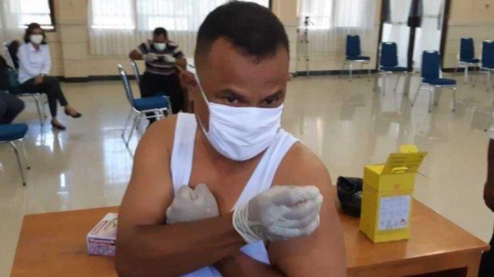 Dokter di Papua Ini Suntik Sendiri Vaksin Sinovac ke Tubuhnya, Ini Alasan Aksinya Itu