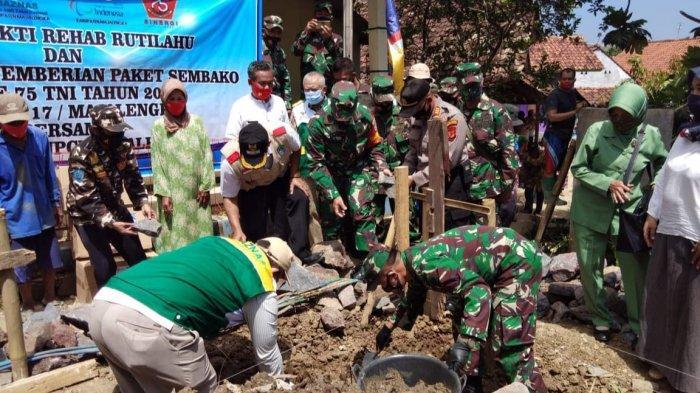 Dua Janda di Majalengka Senang dan Bersyukur Dapat Bantuan Bedah Rumah dari Kodim 0617 Majalengka