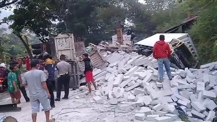 Kecelakaan 2 Truk Terjadi di Tanjakan Gentong Tasikmalaya, Berpapasan Lalu Terguling Ini Penyebabnya
