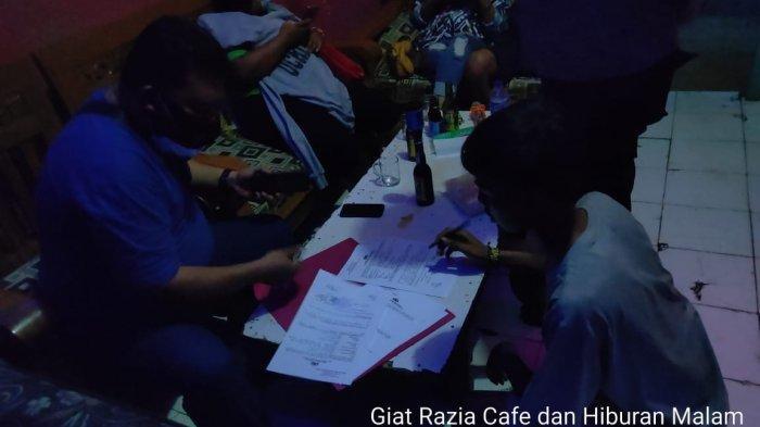 Warung Remang-remang Ditutup Paksa Saat Petugas Gabungan Razia di Indramayu, Puluhan Miras Diamankan