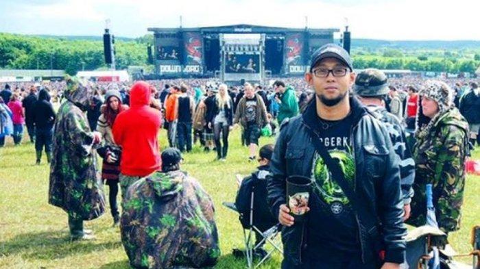Ebenz gitaris Burgerkil, berduka kareana layah dan ibu mertuanya meninggal dunia kemarin pagi.