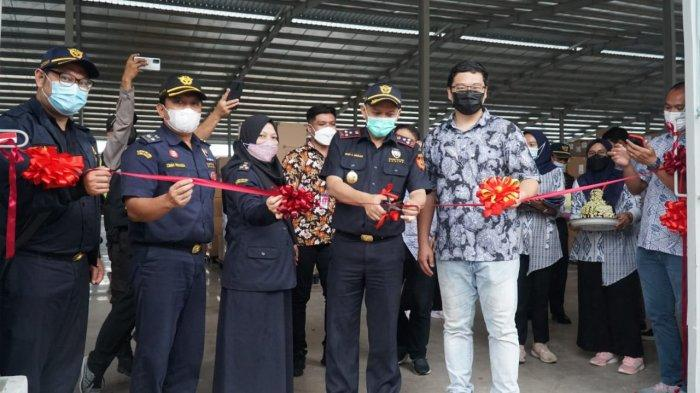 Pabrik Sepatu di Kabupaten Cirebon Lepas Ekspor Perdana ke Amerika Serikat