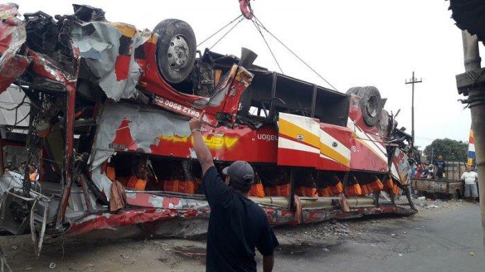 BREAKING NEWS: Seberang Jalur, Bus Sinar Jaya Tabrak Arimbi, 7 Orang MD, Belasan Luka-luka