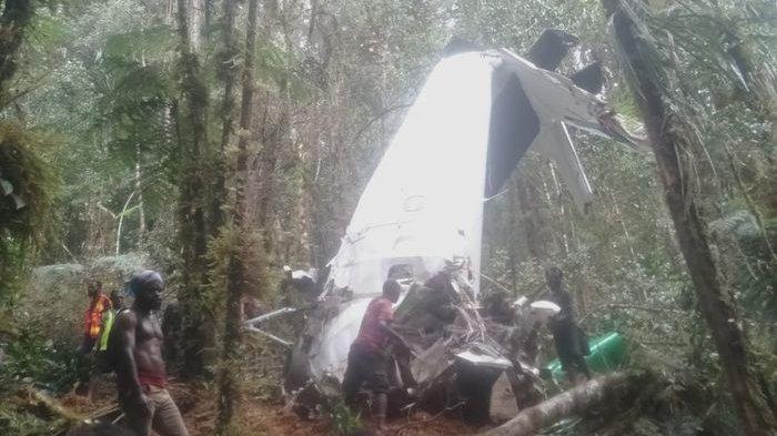 Satu Jenazah Awak Pesawat Rimbun Air Dievakuasi, Dua Lainnya Masih Terjebak, Mungkin Masih Hidup